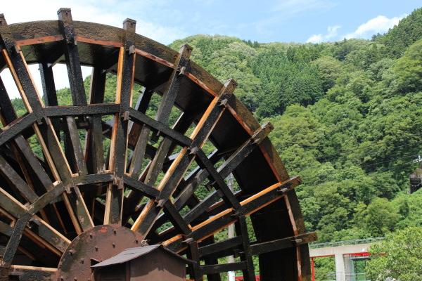 水車の写真:里山でのんびり庄川美術館&となみ野美術展に行ってきた