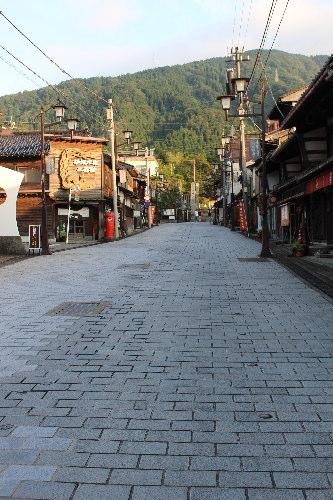 八日町通り:井波(いなみ)灯りアートで瑞泉寺ライトアップ&閑乗寺ハッピーセブン