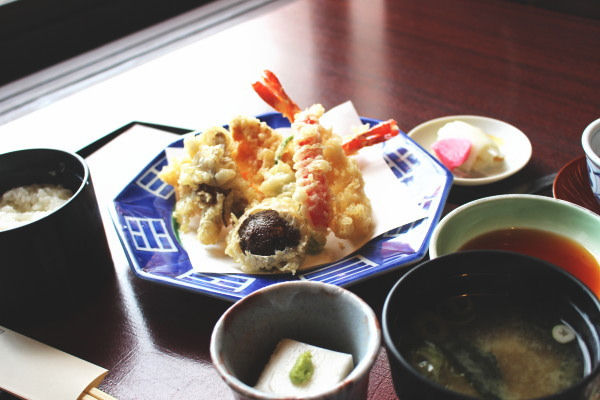 天ぷら定食:合掌造りで優雅なランチなら五万石千里山荘さん:富山市婦中
