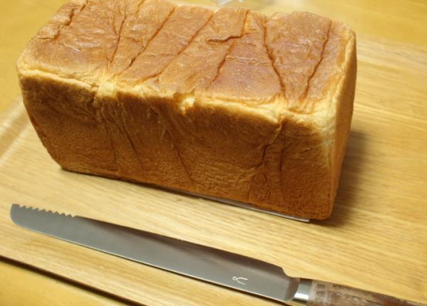 一斤切り:パンくずが出ない!?タダフサパン切り包丁をチリングスタイルで購入