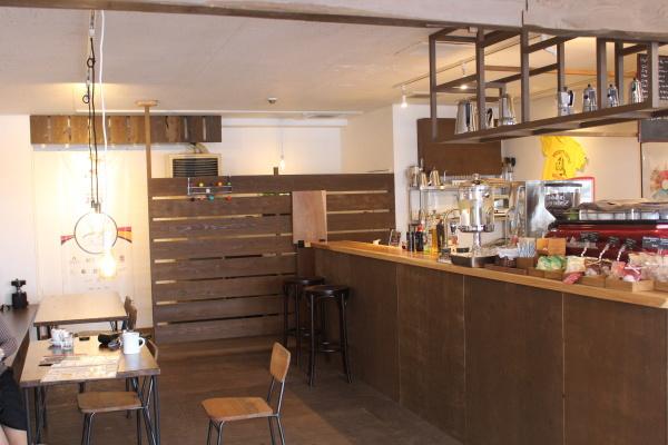 店内:富山カフェ:日本代表バリスタ所属のセントベリーコーヒーへ