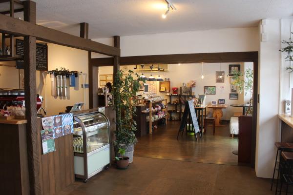 店内2富山カフェ:日本代表バリスタ所属のセントベリーコーヒーへ