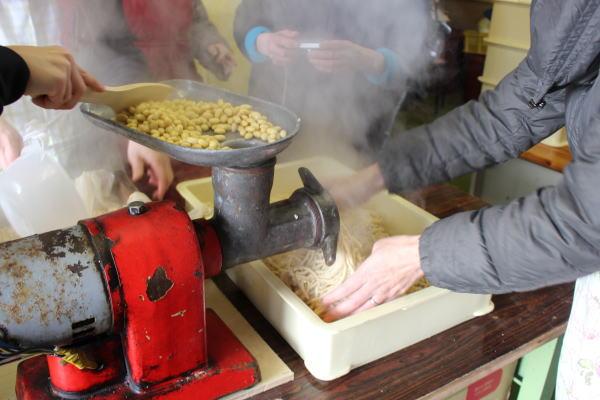 大豆しぼり:南砺市みのふぁーむさんで有機無農薬大豆で味噌作りを体験!