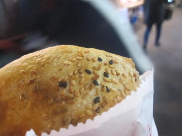 胡椒餅外見:台湾夜市必食グルメ=胡椒餅を食べてきたよ