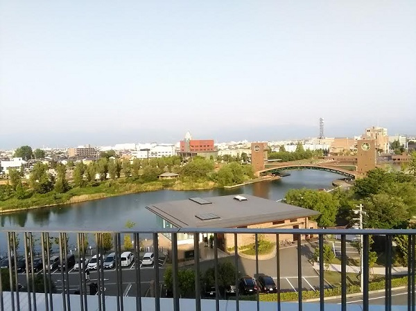 屋上からの風景:子どもが遊べる美術館!富山県立美術館に行ってきました。