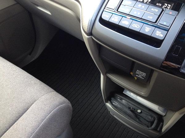 車内画像:デザイン屋がホンダステップワゴンにベタ惚れした理由を解説