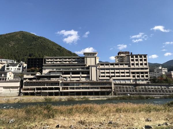 小川屋外観 デザイン屋の温泉宿泊日記:下呂温泉の人気旅館小川屋に行ってきたよ