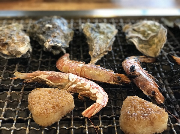 市場で買った魚がその場で浜焼きできる!能登食祭市場