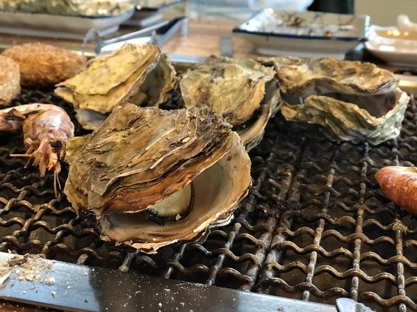 牡蠣殻が割れたところ