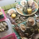 市場で買った魚や牡蠣をその場で浜焼きできる!能登食祭市場