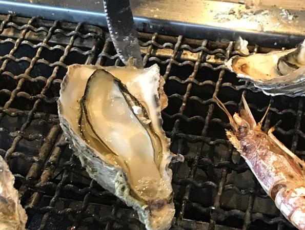 牡蠣浜焼き 市場で買った魚がその場で浜焼きできる!能登食祭市場