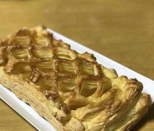 金沢新出製パンのアップルパイ
