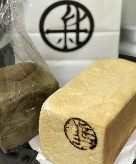 金沢新出製パンの食パンと棒茶食パン