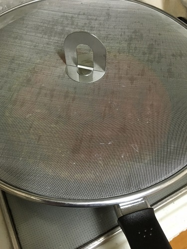 使用例 これは便利&格安!IKEAの油はね防止用ふたで快適料理生活