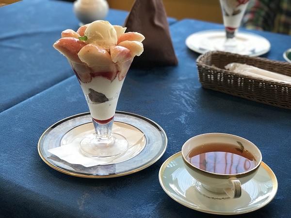 富山カフェ日記:紅茶専門店ローズウッドの桃丸ごとパフェが美味しい!