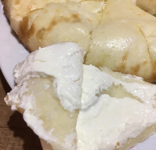 金沢インド・ネパールカレーのマナカマナのクリームチーズナンが最高