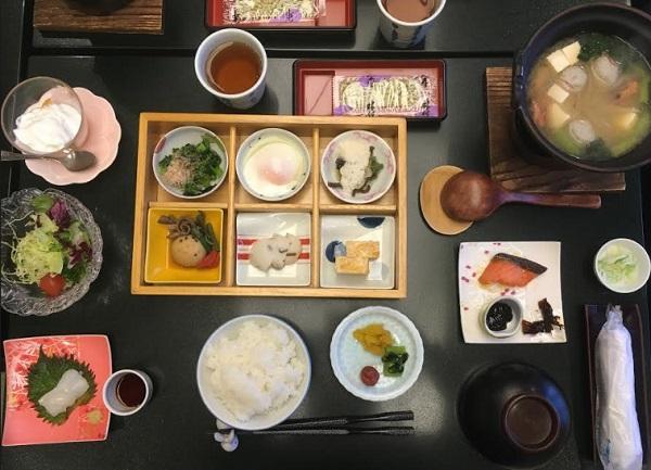 朝食 お宿いけがみ魚津旅館