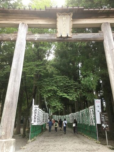 鳥居 熊野本宮大社行くなら河川敷の巨大無料駐車場がおすすめ