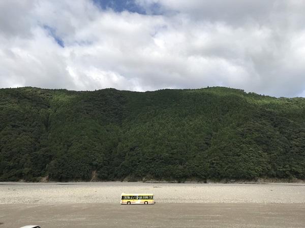 熊野本宮大社行くなら河川敷の巨大無料駐車場がおすすめ