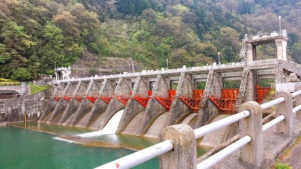 南砺市でお勧めランニング&ウォーキングなら庄川水記念公園遊歩道 ダム