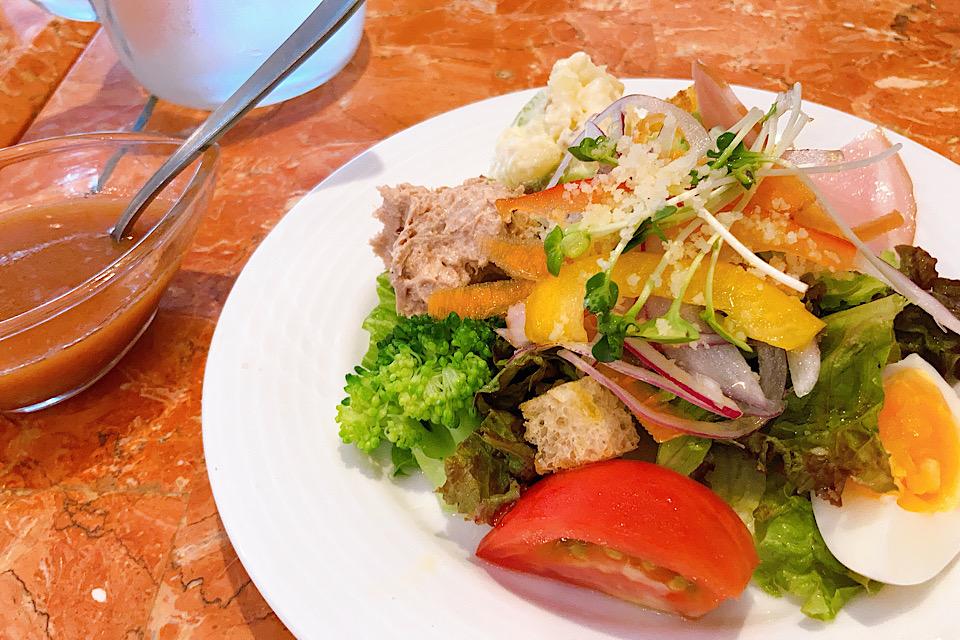 バクハウスさんがパン屋からジンギスカン&欧州料理のお店へチェンジ! サラダセット