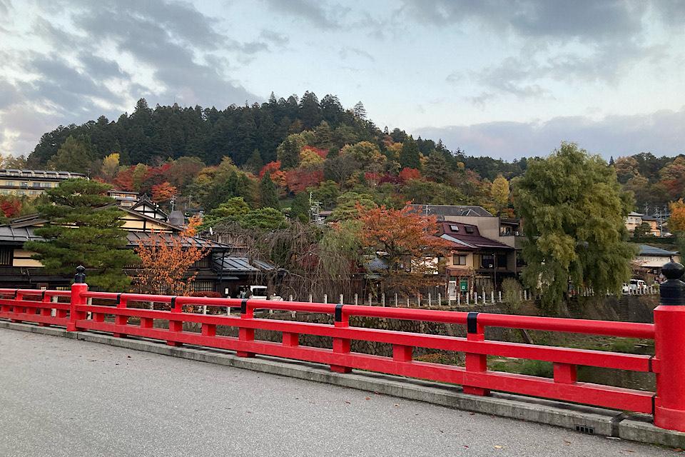 紅葉 食べ走りにピッタリ!飛騨高山中心部はシティランニングに最適