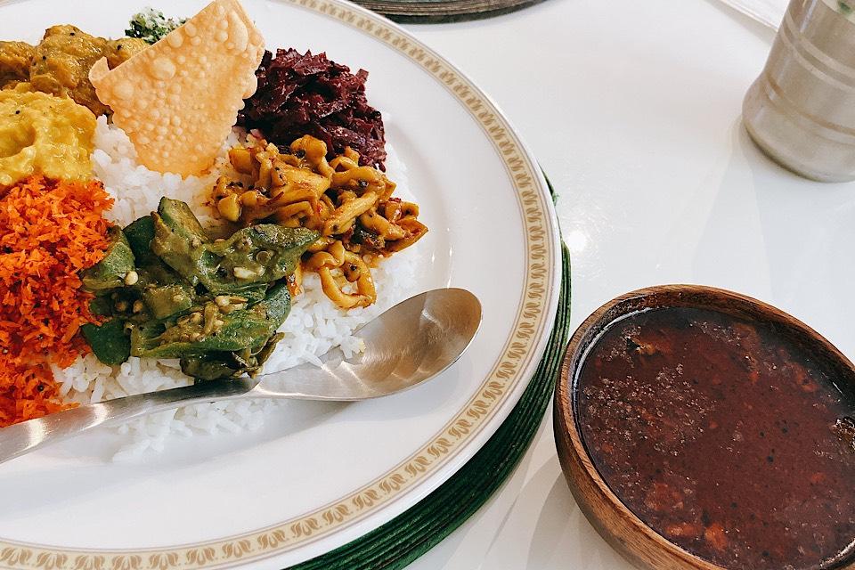 スリランカ料理 クルバドゥ(高岡)さんで激辛チキンカレーを混ぜ混ぜ