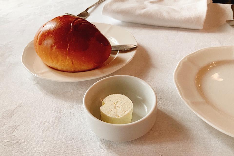 津 東洋軒 本店 ブラックカレー パン