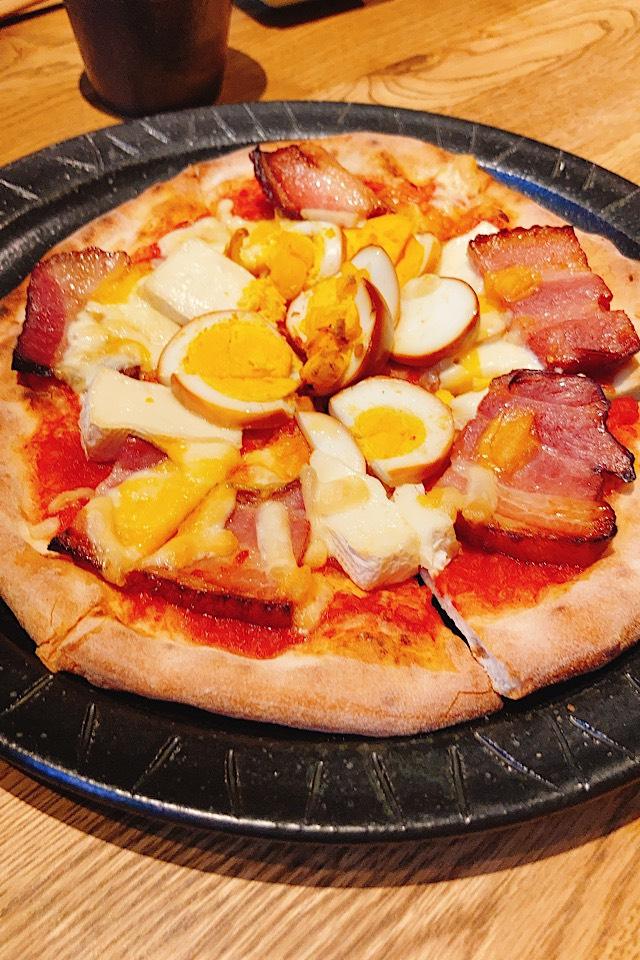 井波におしゃれデートレストラン出現!燻製カフェバーnomi 燻製ピザ