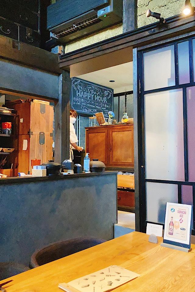 井波におしゃれデートレストラン出現!燻製カフェバーnomi 内観